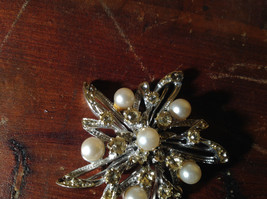 Flower Shape Brooch with Many Crystals and Faux Pearls image 4