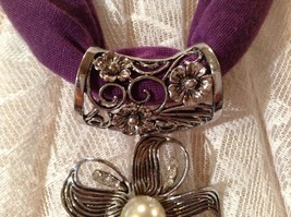 Flower with 5 Petals with 3 Small Clear Crystals in Petals Scarf Pendant image 7