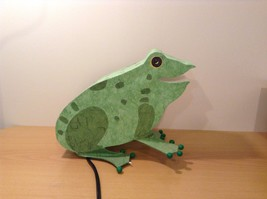 Green paper frog night light  image 3