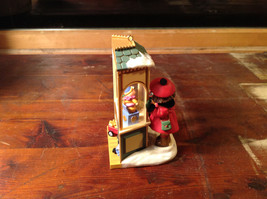 Hallmark Keepsake Christmas Window 2006 Handcrafted Ornament Collectable image 4