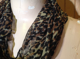 Green Tinted Leopard Print Square Fashion Scarf Light Weight Material NO TAG image 4