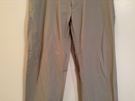 Khaki 100 Percent Cotton Axist Modern Fit Casual Pants Size 36 by 32 image 4