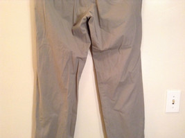 Khaki 100 Percent Cotton Axist Modern Fit Casual Pants Size 36 by 32 image 7