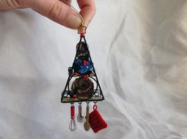 Hallmark Keepsake  2005 O Kitchen Rack Ornament Tie Attached image 3