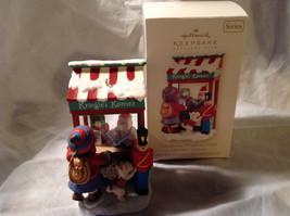 Hallmark Kringle's Korner Christmas Windows 2008 Keepsake Series Original Box image 6