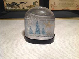 Handmade Snow Globe with Tree Scene with Stars Supports Artist image 8