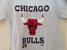 Hanes Heather Gray Chicago Bulls T-Shirt Bull Head Graphic Size Medium 10 to 12 image 2