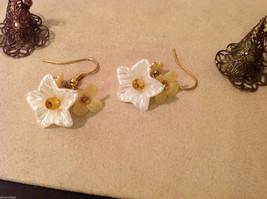 Lot of 3 pairs Floral dangling earrings, filigree metal, beads, mother of pearl image 3