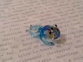 Micro miniature hand blown glass figurine USA blue speckled octopus NIB image 2
