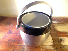 Large Metal Insulated vintage ice bucket w Handle and Lid 7 Inches High image 5