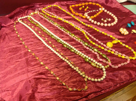 Large set of costume necklaces, earrings and a chain image 5
