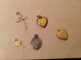 Mix Lot of 5 Vintage Charms Pendants Lockets (2 Gold Plated Hearts) image 2