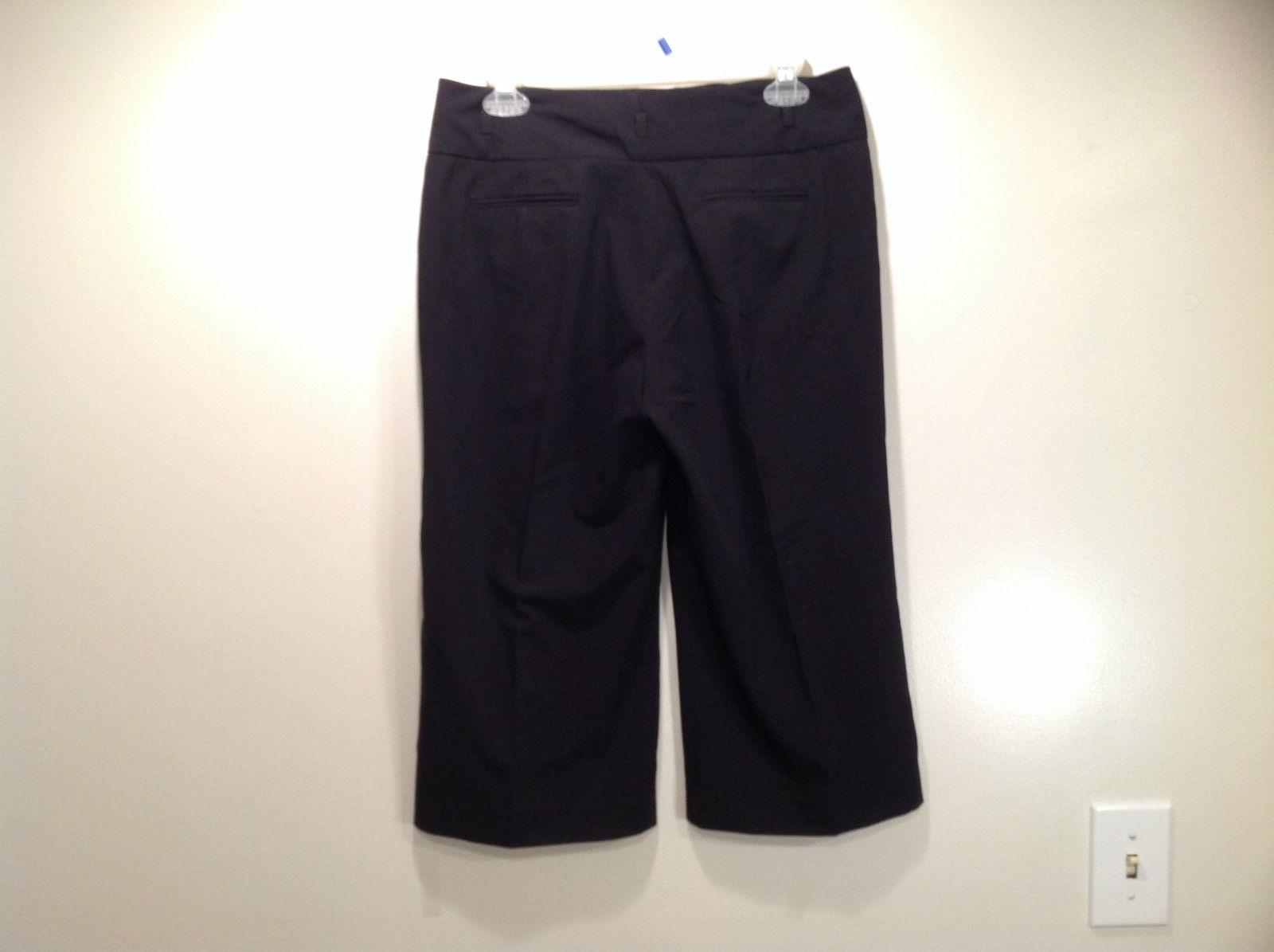 Larry Levine Petite Stretch Size 8P Black Capri Pants Excellent Condition