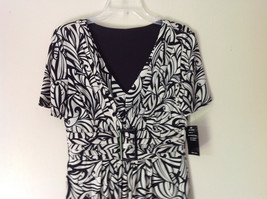 NEW Dress with Tag Black and White Design V Neck Short Sleeves Size 8 image 2