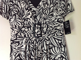 NEW Dress with Tag Black and White Design V Neck Short Sleeves Size 8 image 4