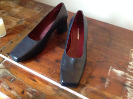 Naturalizer Size 8 and a Half Black Heeled Shoes with Red Interior image 2