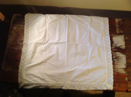 Lot of tablecloths table linens and placements clean excellent condition image 2