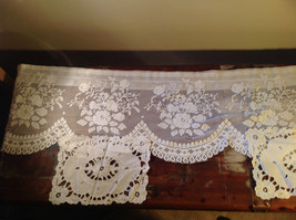 Lot of tablecloths table linens and placements clean excellent condition image 8