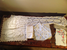 Lot of tablecloths table linens and placements clean excellent condition image 9