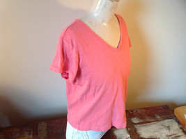 Pink Relaxed Fit Short Sleeve V-Neck T-Shirt Made in Guatemala  Size XL image 2