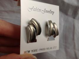 New Pretty Matte Silver Tone Screw Back Clip on Earrings image 3