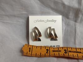 New Pretty Matte Silver Tone Screw Back Clip on Earrings image 7