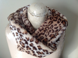 Pretty Faux Fur Cheetah Infinity Scarf See Measurements Below image 4