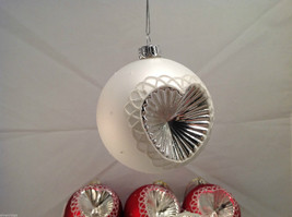 Red White Blown Glass Ball with Heart Holiday Ornament, Set of 5. image 3