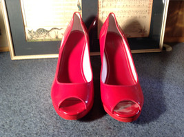 Red Style and Company Wedge Heel Shoes Size 8M Great Condition See Pictures image 2