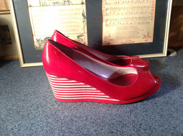 Red Style and Company Wedge Heel Shoes Size 8M Great Condition See Pictures image 3