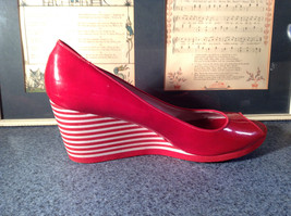Red Style and Company Wedge Heel Shoes Size 8M Great Condition See Pictures image 4