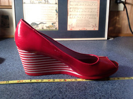 Red Style and Company Wedge Heel Shoes Size 8M Great Condition See Pictures image 6