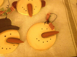 Set of 4 vintage image wood Snowman head ornaments carved with checked fabric image 4