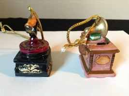 Set of Two Vintage Ornaments Iron and Mugicale Old Fashion Musical Player image 4