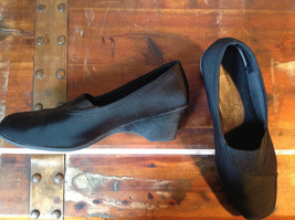 Size 9 Faded Glory Small Heeled Wedge Like Shoes image 3