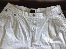 Structure White Shorts 100 Percent Cotton Size 36 Zipper and Button Closure image 2