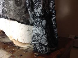 Studio 140 Black White Flowery Button Up Blouse V-Neck Size Medium image 3
