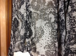 Studio 140 Black White Flowery Button Up Blouse V-Neck Size Medium image 4