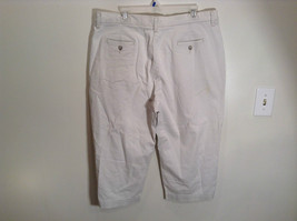 Very Nice Light Gray Size 18W Petite Casual Capri Pants by Lee image 4