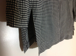 Very Pretty R & M Richards Black and White Printed Button Up Blouse Size 12P image 3