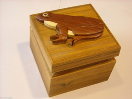 Wood Intarsia trinket box NEW with wood frog on top image 4