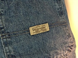Wrangler Blue Jean Shorts Size 30 Waist Button and Zipper Closure Pockets image 5