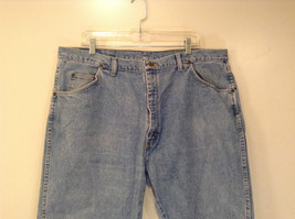 Wrangler Blue Jeans Straight Legs 100 Percent Cotton Size 42 by 30 image 3