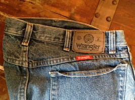 Wrangler Premium Quality Blue Jeans Size 34 by 32 Zipper Button Closure image 6