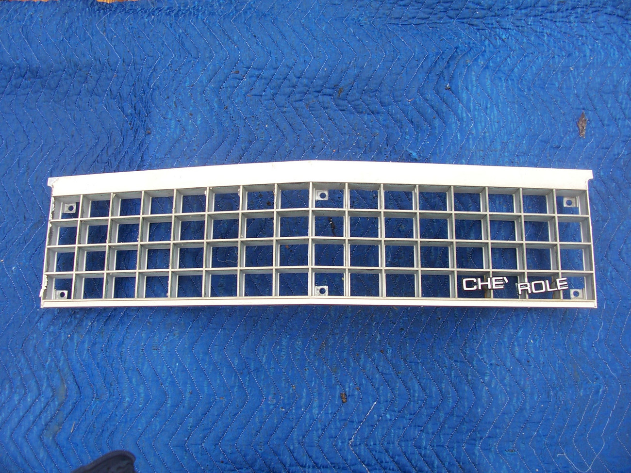 Primary image for 1985 EL CAMINO GRILL HAS WEAR OEM USED ORIGINAL CHEVROLET GRILLE FRONT 14034154