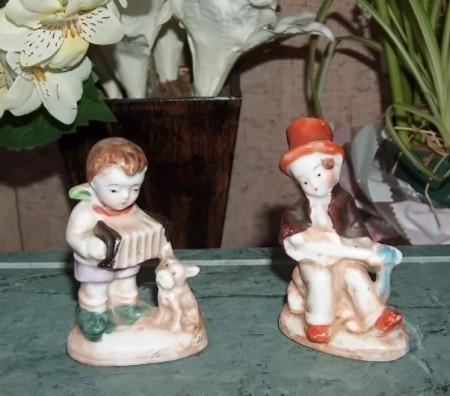 Japan musical figurines