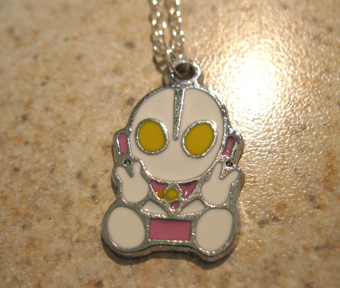 NECKLACE & PENDANT CHILDS ULTRAMAN BABY VICTORY ALIEN NEW #642