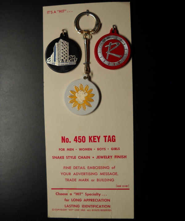 Hit Promotional Products Vintage Metal Key Chain Borden's Elsie Jewelry Carded - $11.99