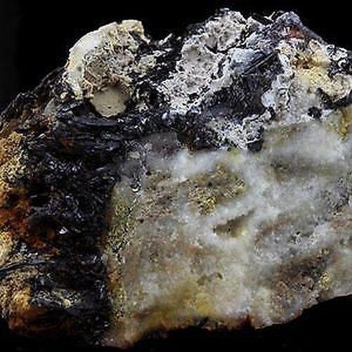 Ferberite. 151.4 ct. Feldstein co Colorado, USA. selten