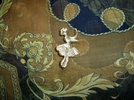Vintage ballerina brooch2 thumb200